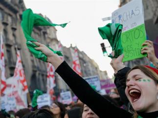 Manifestación en favor del derecho al aborto en Argentina