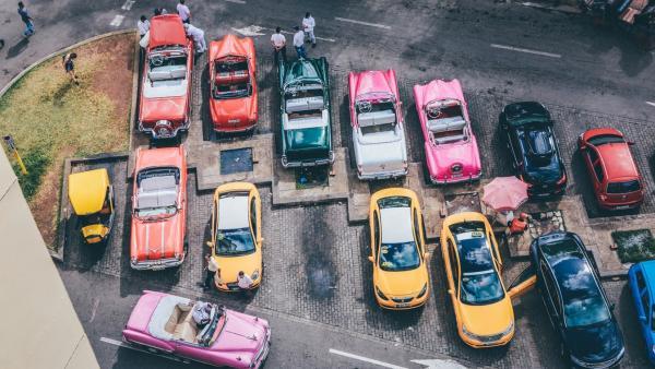 ¿Problemas para aparcar en diagonal? Tres consejos para no volverte loco