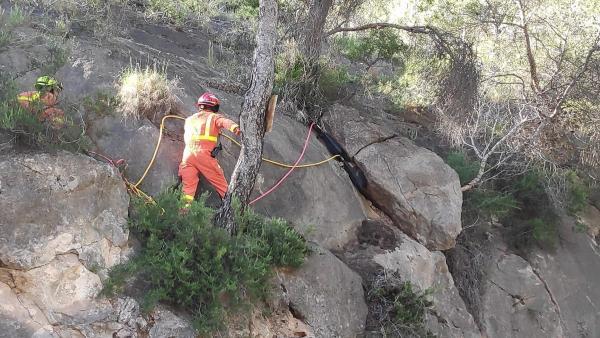 Valencia.- Retirada una piedra de grandes dimensiones que amenazaba con caer a la carretera de Sant Esperit en Gilet