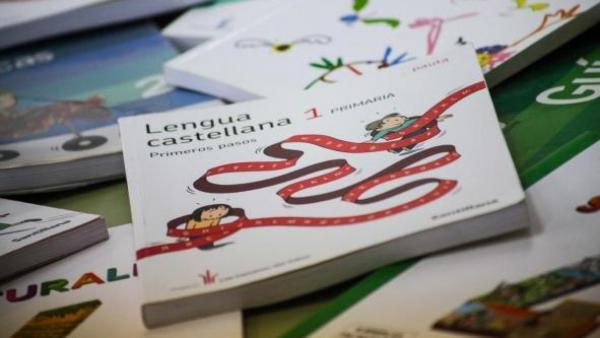 Educación destina 1,2 millones de euros a las ayudas para la adquisición de libros de texto del próximo curso