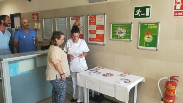 Málaga.-Hospitales Costa del Sol y Benalmádena realizan una campaña para  concienciar de importancia de dejar de fumar