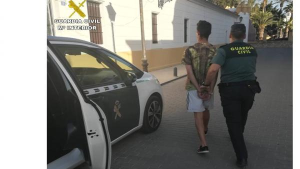 Alicante.- Sucesos.- Tres detenidos por una pelea en Benejúzar en la que rompieron la clavícula a un policía local
