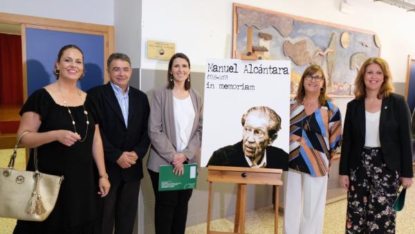 Málaga.- Educación.- El Instituto Manuel Alcántara rinde un emotivo homenaje al escritor y columnista malagueño