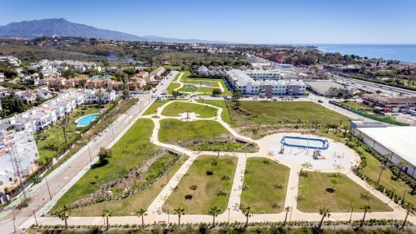 Málaga.- Concluyen las obras para crear una zona verde de 20.000 metros cuadrados en la urbanización Bel-Air de Estepona
