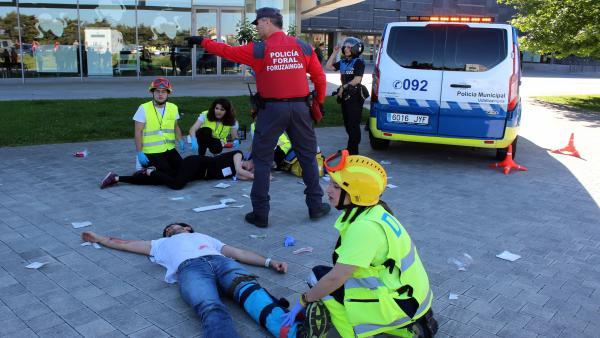 Más de un centenar de personas participa en un simulacro de atención sanitaria en la Biblioteca de Navarra