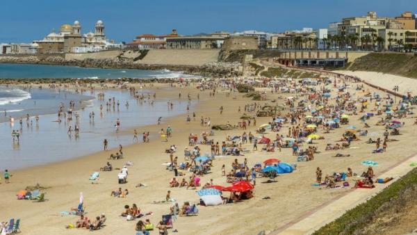 Cádiz.- Ayuntamiento muestra su satisfacción por la renovación de las cuatro banderas azules de las playas de la ciudad