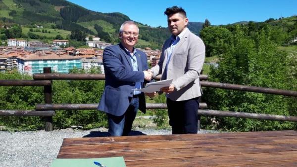 Diputación de Gipuzkoa y Ayuntamiento de Zumarraga instalan un sistema de alumbrado solar en el nuevo parque de Urtubi