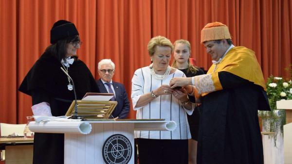 Huelva.- Emotiva y solemne ceremonia en la UHU para la investidura póstuma de García Palacios como doctor Honoris Causa