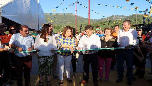 Jaén.- MásJaén.- El Festival del Aire vuelve a potenciar a Segura de la Sierra como escenario para deportes aéreos