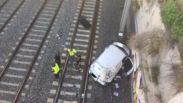 Caída de un coche a las vías