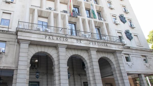 Fiscalía y acusaciones retiran el delito de asesinato a la madre del bebé de Sevilla