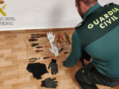 Guardia Civil Remitiendo Nota De Prensa Y Fotos