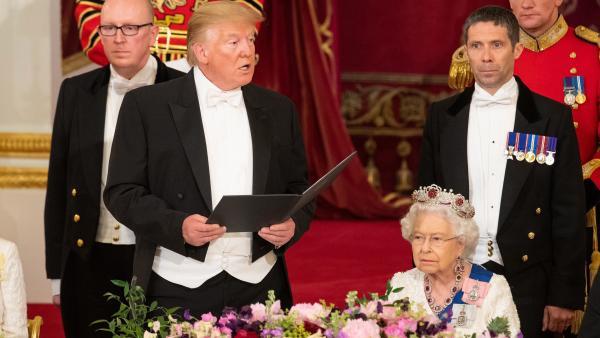 La Reina Isabel II y Donald Trump