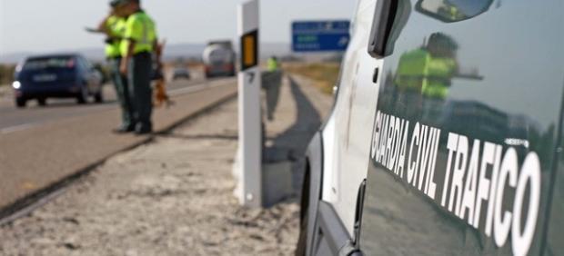 Investigan al conductor de un camión en Sevilla que circulaba en zig-zag e invadiendo en carril contrario