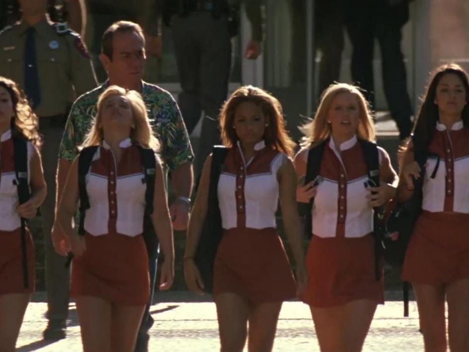 10. 'El hombre de la casa' (2005). Un grupo de animadoras presencian un asesinato y un Ranger de Texas (Tommy Lee Jones) tendrá que protegerlas hasta el juicio. Ese es el argumento de 'El hombre de la casa', que tiene un 5,4 sobre 10 en IMDb.