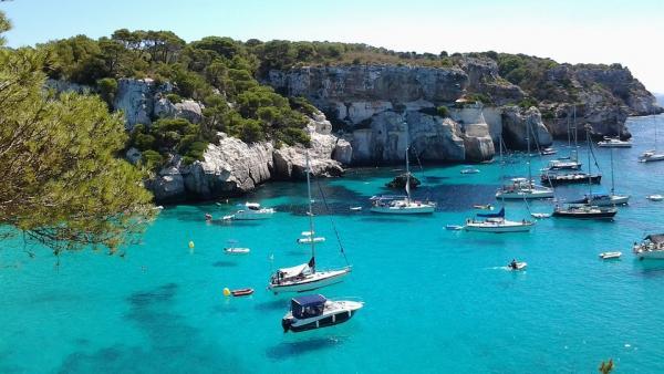 ¿Cuáles son los destinos favoritos por los españoles para este verano?