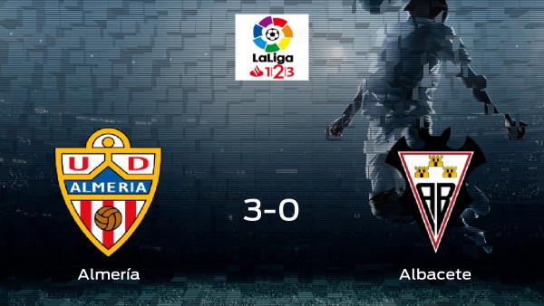 El Almería golea en su feudo al Albacete (3-0)