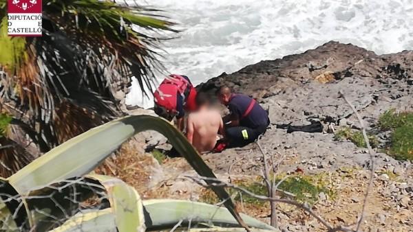 Menor atrapado en las rocas