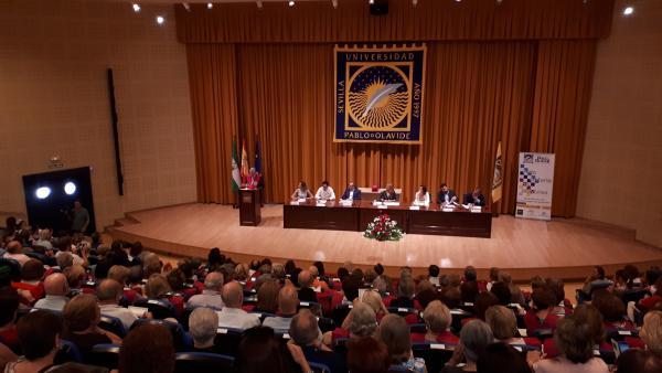 [Sevilla] Np: Más De Una Treintena De Estudiantes Mayores De 50 Años De Alcalá De Guadaíra Se Acaban De Graduar En El Aula Abierta De Mayores