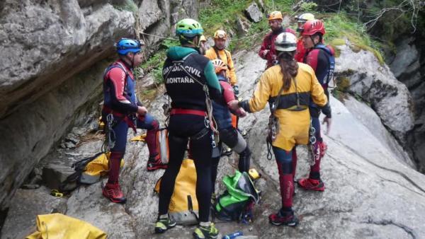 La Guardia Civil participa en una práctica de rescate en barranco organizada por la Federación Aragonesa de Espeleología