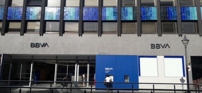 BBVA presenta su nueva identidad de marca y el logo en dos oficinas de Palma