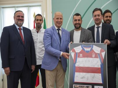 Granada.- La Junta entrega una bandera andaluza al Granada CF