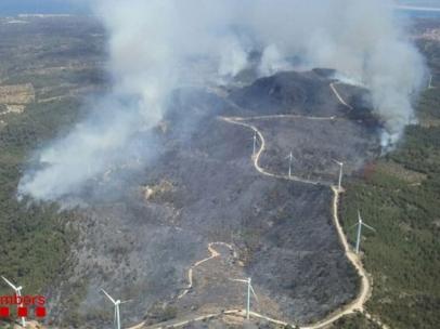 Sucesos.- El incendio del Perelló (Tarragona) lleva arrasadas unas 100 hectáreas