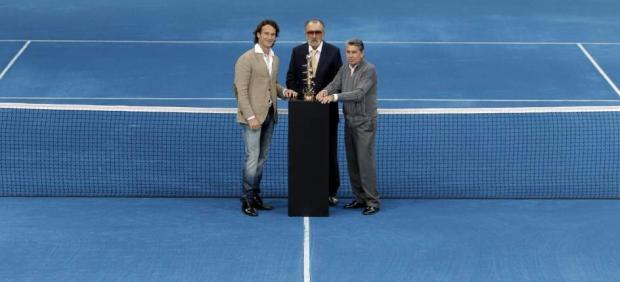 El propietario del Mutua Madrid Open, con Carlos Moya y Manolo Santana