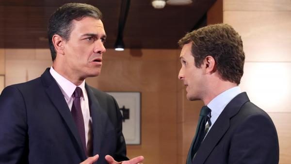 Pedro Sánchez y Pablo Casado, momentos antes de su reunión en el Congreso.