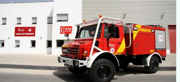 Granada.- Sucesos.- Trabajan en la extinción de un incendio en una zona de chumberas del Sacromonte
