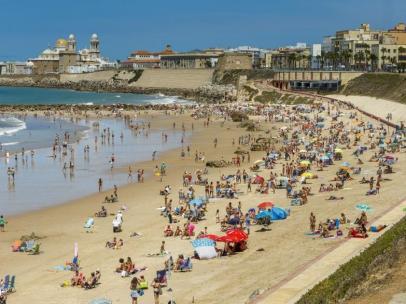 Los españoles eligen España para sus vacaciones con un gasto medio de 755 euros, según TravelgateX
