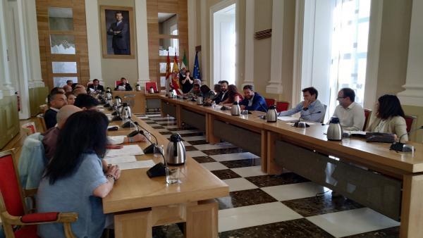 El Ayuntamiento de Cáceres celebra su último pleno del que se despiden catorce concejales
