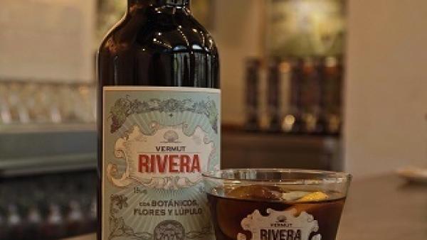 Estrella Galicia lanza el Vermut Rivera elaborado con lúpulo cascade cultivado en Galicia