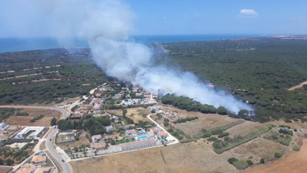 Cádiz.-Sucesos.- Declarado un incendio en el Paraje de Roque, en Conil
