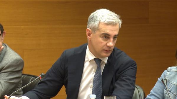 Ricardo Costa comparece en la comisión de Les Corts