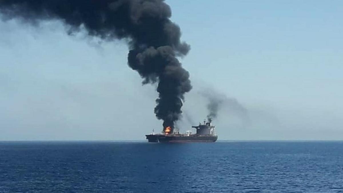 Tres barcos, dos cargueros japoneses y un petrolero noruego, han sido atacados en el Golfo de Omán