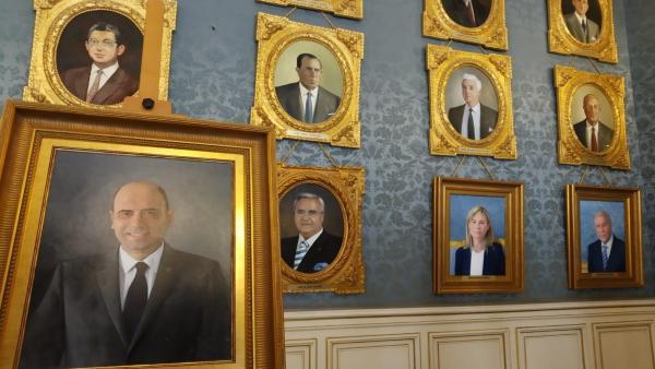 El quadre de Gabriel Echávarri ja està situat en el Saló Blau de l'Ajuntament d'Alacant