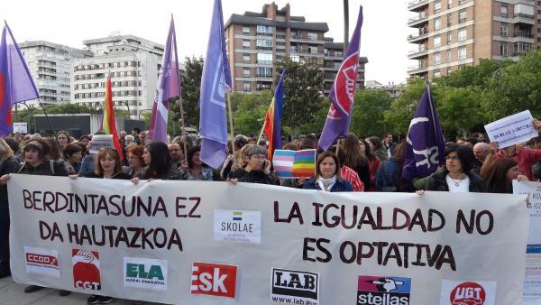 Concentración en Pamplona en apoyo a las personas que declaran por Skolae