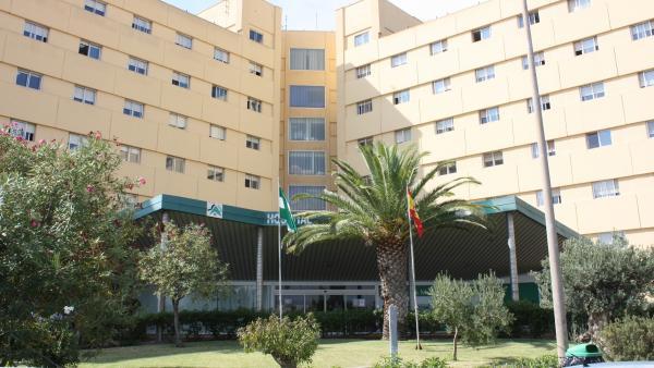 Fallece uno de los inmigrantes evacuados médicamente de la patera a la deriva en el mar de Alborán