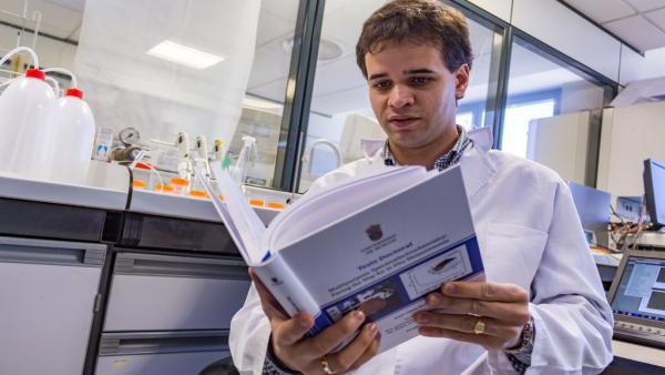 El doctor de la UBU Jesús Garoz galardonado con el IV Premio Antonio Aldaz a la mejor tesis de electroquímica de España
