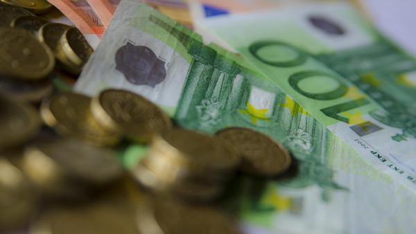 La confianza de los consumidores de la zona euro retrocede a mínimos del año