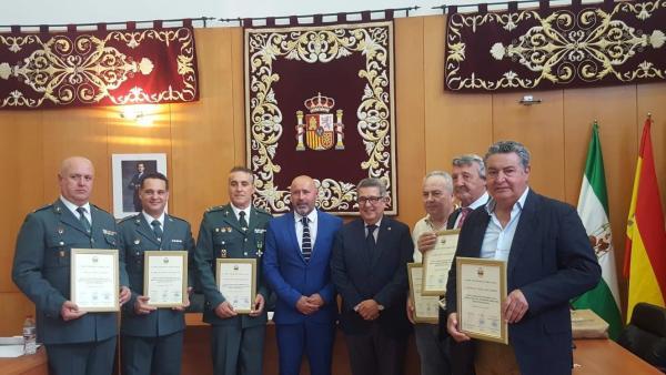 Sevilla.- Montellano concede la medalla al Mérito Policial a tres guardias civiles y tres agentes de la Local