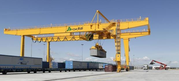 Cádiz.- Adif adjudica el mantenimiento de cuatro grúas móviles en las terminales logísticas de San Roque y Algeciras