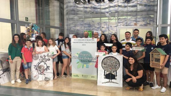 El Consell entrega los premios a los ganadores del XVIII Concurso de Objetos hechos con Materiales Reutilizados