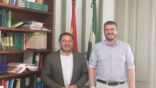 Sevilla.- Fuentes de Andalucía se reúne con la Junta para abordar la mejora de la carretera A-407