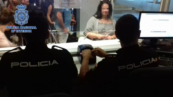 Sucesos.- Cuatro detenidos en el Aeropuerto Tenerife Sur por usurpación del estado civil y falsedad documental