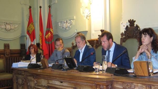 Mesa del Pleno del Ayuntamiento de Valladolid. 2-10-2018