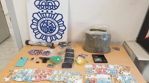 Granada.- Sucesos.- Desmantelados dos puntos de venta de marihuana y cocaína en Motril con tres detenidos