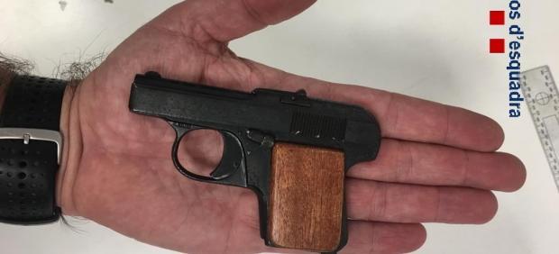Sucesos.- Detenido por hacer seis disparos ante un local de ocio nocturno en Girona