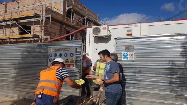Córdoba.- UGT informa en las obras del inicio de la jornada intensiva en la construcción